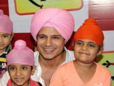Vivek Oberoi with child actor Rimmi Srivastav during the promotion of Big Magic's TV show Raavi Photos