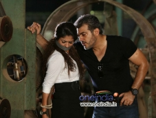 Ajith Kumar and Nayantara still from Aata Arambham Photos