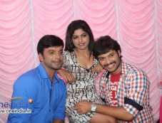 Akshay, Sumanth Shailendra at Bettanagere Film Launch Photos