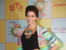 Deepika Padukone at Nickelodeon Kids Choice Awards 2013 Photos