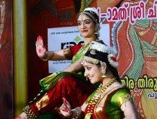 Dr. Padminikrishna and Dr. Drowpathy Praveen performing Bharathanatyam Photos
