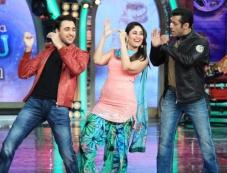 Imran Khan and Kareena Kapoor dance with Salman Khan on the sets of Bigg Boss 7 Photos