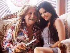 Naseeruddin Shah and Sunny Leone still from film Jackpot Photos