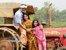 Jayaram, Meera Jasmine in Malayalam Movie Onnum Mindathe Photos