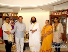 Sarvagna Matte Hutti Baa Film Team Meets Ravi Shankar (Spiritual Leader) Photos