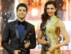 Filmfare award winners Farhan Akhtar and Deepika Padukone pose for the camera Photos