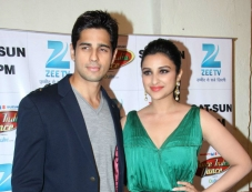 Hasee Toh Phase film promotion on the sets of Dance India Dance season 4 Photos