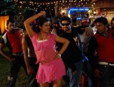 Sona and Ashwin Shekher still from film Ninaivil Nindraval Photos