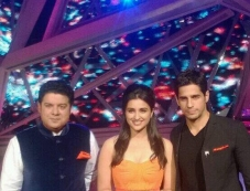 Parineeti Chopra and Sidharth Malhotra promote their film Hasee Toh Phase on the set of Nach Baliye Photos