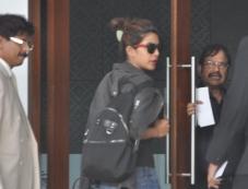 Priyanka Chopra snapped at the Mumbai Airport Photos