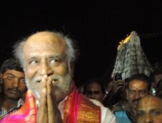 Rajinikanth offers prayers at Thirupathi Photos