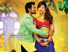 Ram Charan Teja and Shruti Haasan in Telugu Movie Yevadu Photos