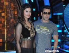 Salman Khan and Daisy Shah promotes their film Jai ho on the sets of Zee TV's Dance India Dance Photos