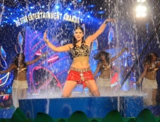 Sunny Leone performed at Big Star Entertainment Awards 2013 Photos