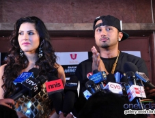 Sunny Leone with singer Honey Singh during on location shoot of the film Ragini MMS 2 Photos