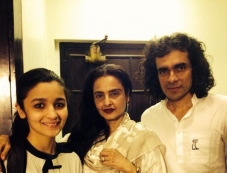 Alia Bhatt, Rekha and Imtiaz Ali at Highway special screening Photos