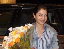 Anushka Sharma off to Sri Lanka for Bombay Velvet shoot Photos