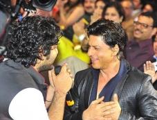 Arijith Singh and Shahrukh Khan at Mirchi Music Awards 2014 Photos