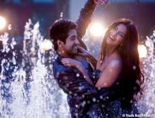 Ayushmann Khurrana and Sonam Kapoor still from film Bewakoofian Photos