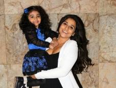 Vidya Balan with a kid at Shaadi Ke Side Effects special screening Photos