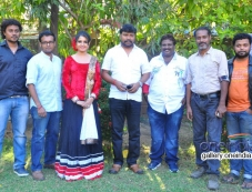 Celebs at Sivappu Eanakku Pidikkum press meet Photos
