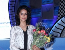Gul Panag at Manish Malhotra's fashion show Photos