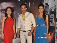 Jimmy Shergill and Nushrat Bharucha during Darr At The Mall promotion at R City Mall Photos