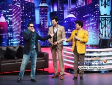 Mika Singh & Udit Narayan together on Mad In India Photos