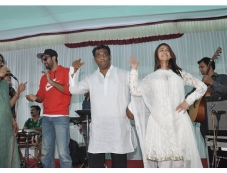 Ranbir and Ileana at Anurag Basu's Saraswati Pooja celebrations Photos