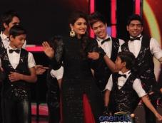 Raveena Tandon on the sets of India's Got Talent Photos