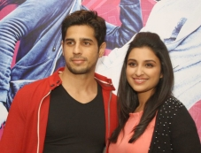 Sidharth Malhotra and Parineeti Chopra promote Hasee Toh Phasee in Delhi Photos
