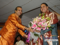 Suresh Wadkar honouring Shri. Dilip Walse - Patil Photos