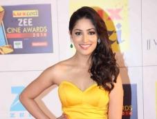 Yami Gautam at Zee Cine Awards 2014 Photos