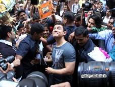 Aamir Khan celebrates his 49th birthday Photos