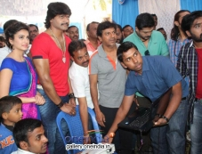 Kriti Kharbanda, Vinod Prabhakar, Shivrajkumar, Prashanth at Shivrajkumar's Belli Movie Launch Photos