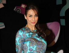 Malaika Arora Khan on the sets of Captain Tiao Photos