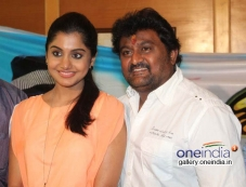 Meera Nandan, Komal at Karodpathi Movie Press Meet Photos