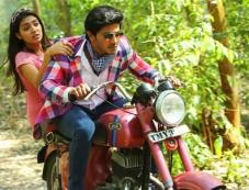 Nazriya Nazim and Dulquer Salman in Samsaaram Aarogyathinu Haanikaram Photos