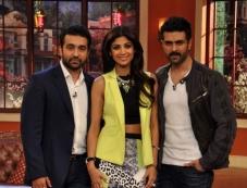 Raj Kundra, Harman Baweja and Shilpa Shetty on the sets of Comedy Nights with Kapil Photos