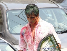 Sonu Sood leaving Sanjay Gupta's residence after Holi celebration Photos