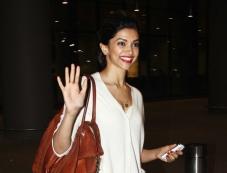 Deepika Padukone snapped returning from IIFA 2014 Photos