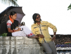Nandita and Vishnu still from Mundaasupatti Photos