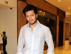 Ritesh Deshmukh at Premier of Film Yellow at PVR Oberoi Mall Photos