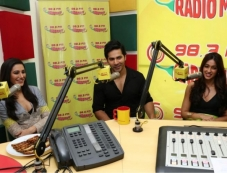 Varun, Nargis and Ileana at Radio Mirchi to promote Main Tera Hero Photos