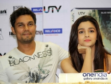 Alia Bhatt, Randeep Hooda at DVD Launch of Highway Photos