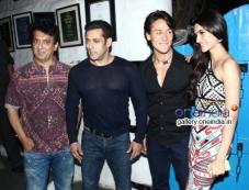 Bollywood Events Sajid Nadiadwala, Salman Khan, Tiger Shroff and Kriti Sanon at Heropanti Success Ba Photos