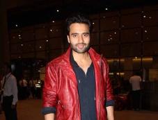 Jackky Bhagnani Snapped at Airport, Mumbai Photos