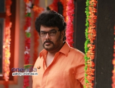 Sundar C still from Aranmanai Movie Photos