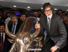 Amitabh Bachchan media posing with the bronze statue Photos