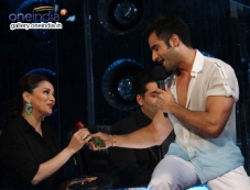 Madhuri Dixit & Karan Tacker at Press Conference of Jhalak Dikhla Jaa Season 7 Photos